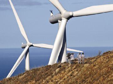 Ветряная электростанция возле берега