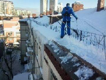 Расценки на уборку снега с крыш в москве