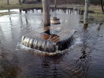 Извержение воды