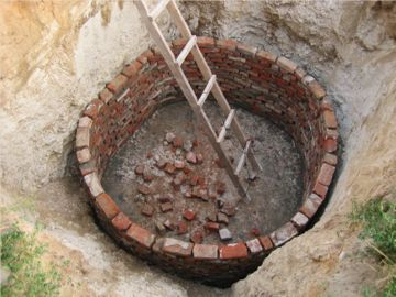 инструмент для строительства сливной ямы
