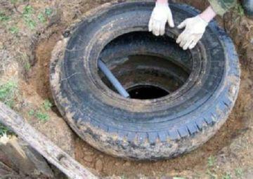 обслуживание канализационной системы из покрышек