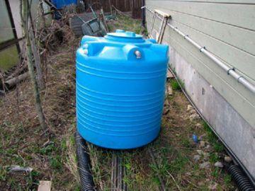 сооружение канализации из пластиковой бочки