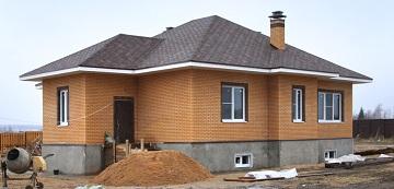 Одноэтажный коттедж из кирпича