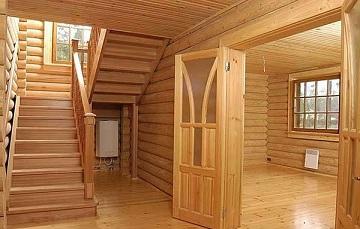 Внутри дома из бруса
