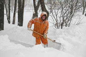 Работа дворника зимой