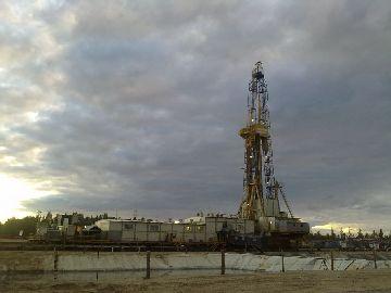 Работа по выкачке нефти