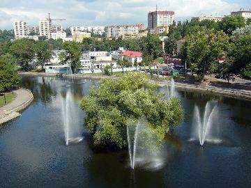 Озеро с фонтанами