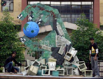 Статуя из старых компьютеры