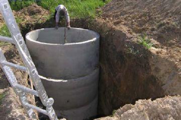 монтаж железобетонных колец в сливной яме